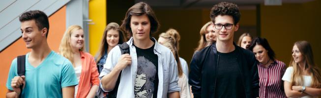 Studenci podczas przerwy w zajęciach